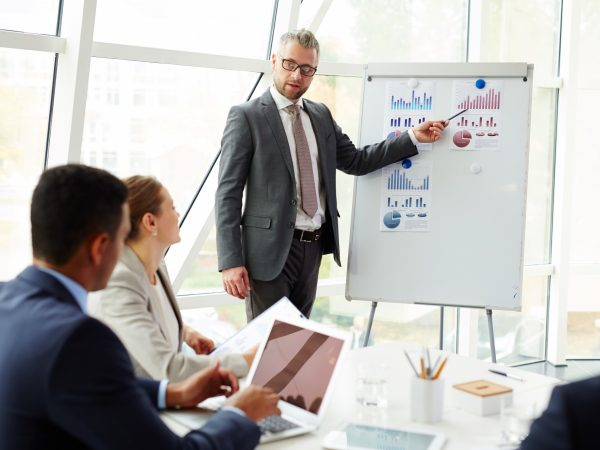 Expert explaining changes in data while making report